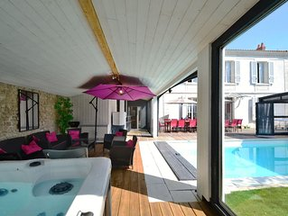 Villa of character of 200 sq.m, close to sea, shops, heated pool & private spa