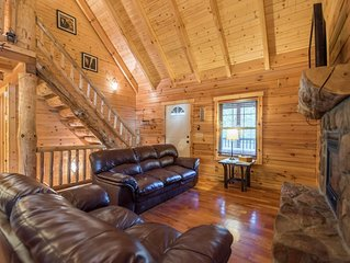 Secluded~4 miles to Parks~Hot Tub~Wifi~3 Large decks~We do Christmas is Big!