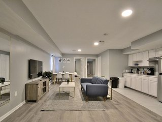 Stunning Renovated Apartment with 2 Queen Beds