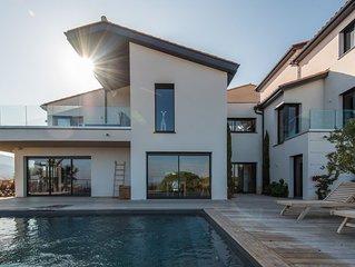 Exceptionnelle Villa de 450 m2 vue mer avec piscine et spa.