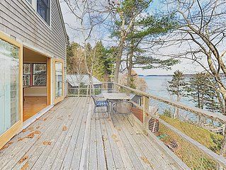 61RENYRD: 2  BR, 2.5  BA Cottage in Round Pond, Sleeps 8