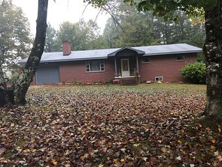 This country house is close to all popular attractions here in the High Country!
