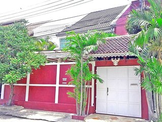Amazing Thai style home in tropical atmosphere, 3 bedrooms and up to 9 guests
