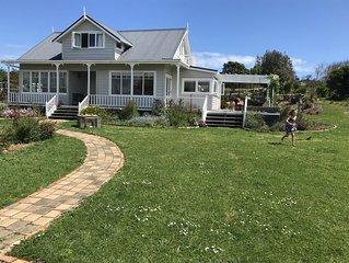 Sunny country villa 5 minutes to Muriwai Beach