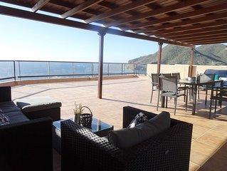 Gran terraza con vistas espectaculares al mar