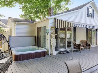 Dog-friendly cottage with private hot tub - steps to downtown!