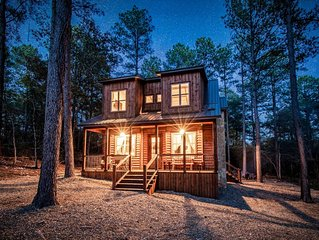 Brand New GORGEOUS Luxury Cabin in the Woods, close to everything!
