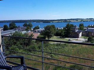 Superbe vue lac et piscine chauffee. Pour 4 adultes et 1 enfants -10 ans