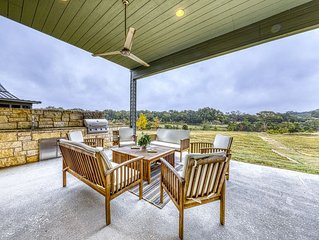 Riverfront family home with large yard, gas grill & outdoor dining area