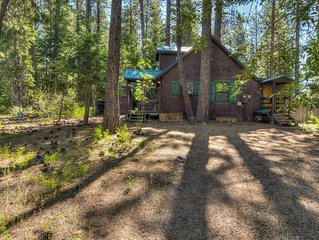 Private Kings Beach Cabin, One Block to Lake Tahoe, Apple TV, Large yard for sno