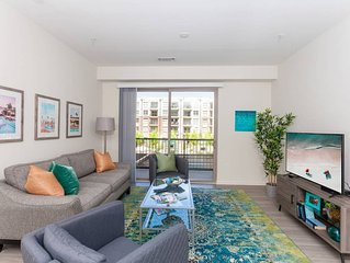 Summer Vibes | Gym & Pool | Spacious | Walkable Uptown Location