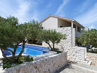 Family friendly villa next to the beach, close to Trogir and Split