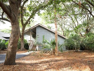 Woodland home w/ large back deck - 150 yards to the beach, dogs welcome!