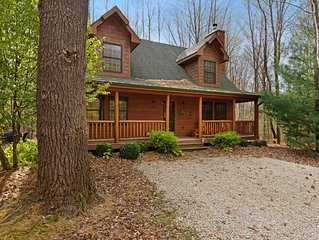 Cozy cabin surrounded by trees with hot tub, firepit & shared pool!