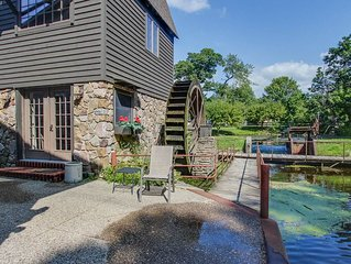 Cozy cottage surrounded by water w/ Kalamazoo River views - one dog OK!