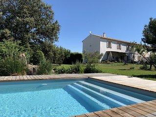 Logement complet 1er étage d'une maison provençale, vue dégagée sur les étangs