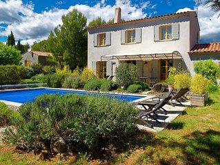 Charmante Villa avec Piscine privée à Roussillon