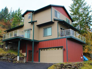 Dream Home Overlooks Hayden Lake - Everything New & Everything Close