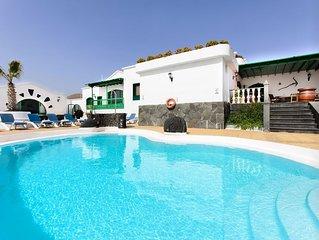 Grosse Villa mit Pool, Garten, Terrasse, wunderschoner Aussicht & WLAN (keine pri