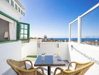 Modernes Apartment in Strandnähe mit Pool, atemberaubendem Meerblick & Terrasse;