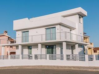 Moderne Ferienwohnung mit WLAN, Klimaanlage und Garten; Parkplätze vorhanden, Ha