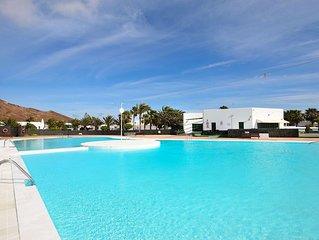Ferienhaus mit WLAN, Terrasse, Pool und Tennisplatz