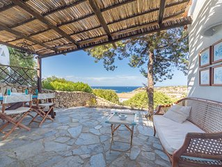 Mediterranes Ferienhaus mit Garten und Terrasse; Parkplatze vorhanden