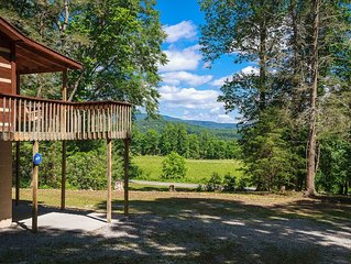 A Quiet Peaceful Mtn Retreat! Includes Hot Tub, Fire-Pit & The Comforts of Home