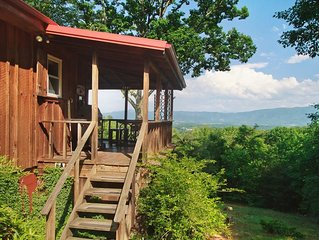 Private Mountain Cabin with Views from TN to NC! HOT TUB, SECLUDED, AND WIFI!