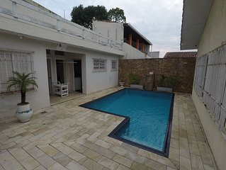 Casa com Piscina e Churrasqueira na praia da Enseada - 2 quadras da praia (200m)