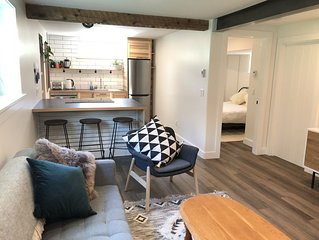 Light and bright basement suite, close to bus stop and grocery store.