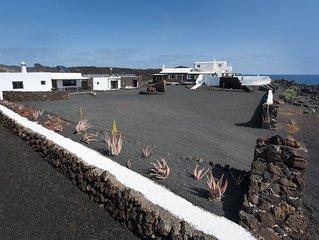 Umweltfreundliches Haus direkt an der Küste mit Salzwasserpool, Terrasse & WLAN