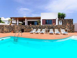 Klimatisierte Villa am Strand mit Pool, Terrasse, Meerblick & WLAN; Parkplätze v