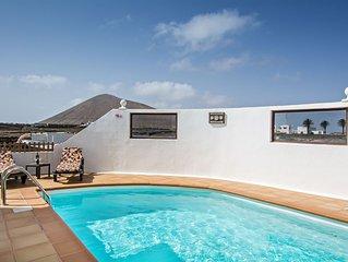 Friedliche Villa in der Nahe von Ausflugszielen mit Pool, Terrasse, Garten und W