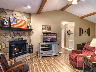 Secluded, Forest Setting, Game Room, Hot Tub, Fireplace, &  Wi -Fi
