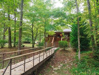 PRIVATE LOG CABIN - NEXT TO TROUT STREAM - FISHING ON PROPERTY
