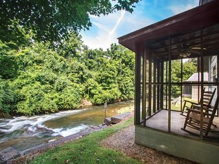 Right Next to Creek - Waterfall - Screened In Porch - Jacuzzi Tub