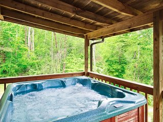 Affordable Mountain Cottage W/ Wood Fireplace + Hot Tub + WiFi!