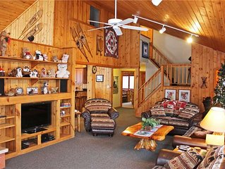 A Large Trailside Vacation Home with Gorgeous Furnishings And Indoor Hot Tub An