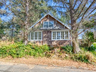 NEW LISTING! Charming dog-friendly home with great Cannon Beach location!