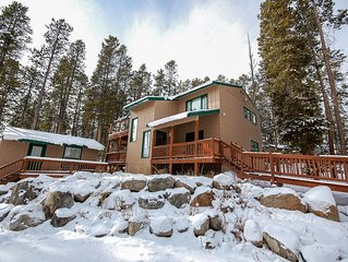 Wapiti Point - Breathtaking Lake View Home With Guest Cottage!