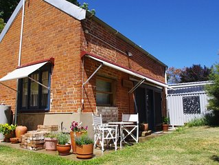The Stables - Historic cottage (C1890)