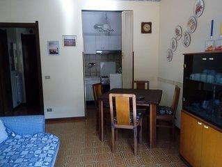 Appartamento confortevole ' dal mare a piedi,  1° piano con  ampio balcone