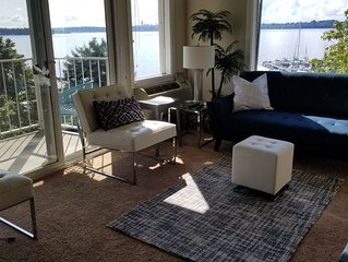 Relaxing View and Walking Distance to downtown Kirkland! Easy freeway access.