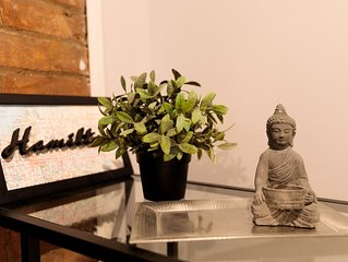 Private , Trendy apt in historical and hip Locke St living -Stanley Ave NEW apt!