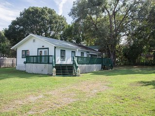 River Florida Vacation Home 2BR/2BTH Convenient location / quiet neighborhood!