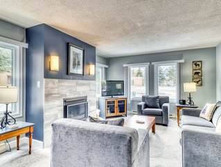 Two-level, contemporary, Blue Mountain getaway w/ a full kitchen & gas fireplace