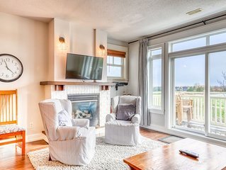 Newly renovated Blue Village Condo w/shared hot tub & pool!