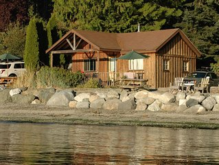 Beachfront 2BR Classic Cabin - stunning west-facing beach with epic sunsets!