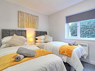 Luxury 2 bed central Chelmsford apartment. Parking.